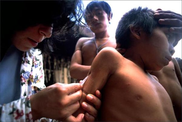 8-B Yanomami vaccination Photo Credit Kike Arnal